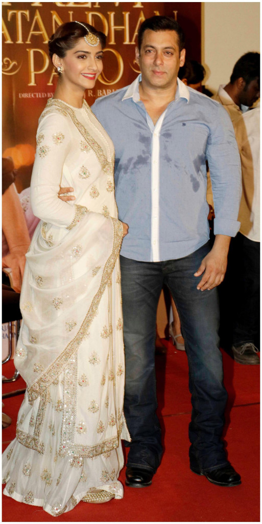 Sonam Kapoor in designer Anamika Khanna at the trailer launch with her charming hero...