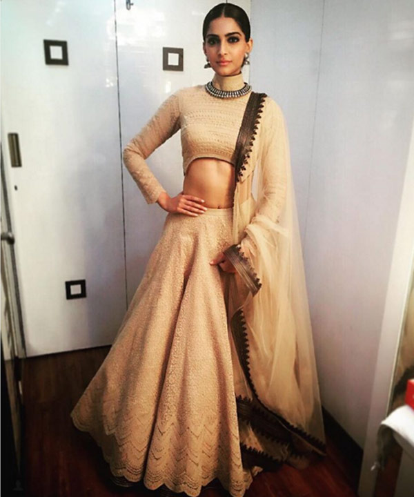 This is such an interesting take on the designers Shantanu and Nikhil lehenga and we just love how royal Sonam looks!